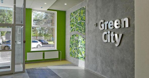 ЖК Грин Сити - стеклянное панно, лого из нержавейщей стали