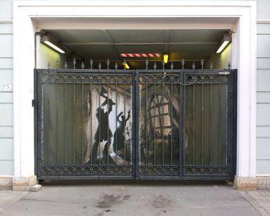Оформление ворот баннерной сеткой