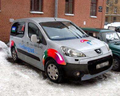 Аппликация автомобиля самоклеящимися плёнками